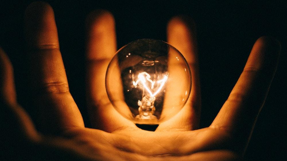 Astuces pour économiser l'énergie à la maison : domotique et gestes du quotidien